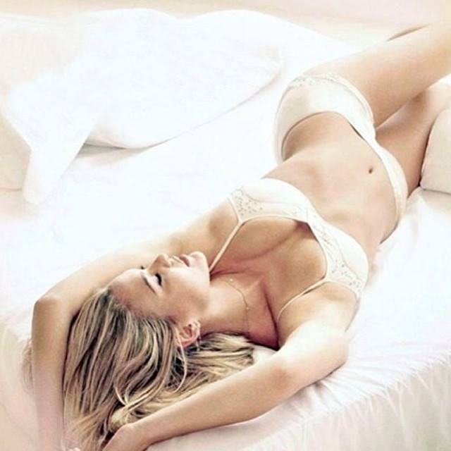 Bar Refaeli Top Posts 17
