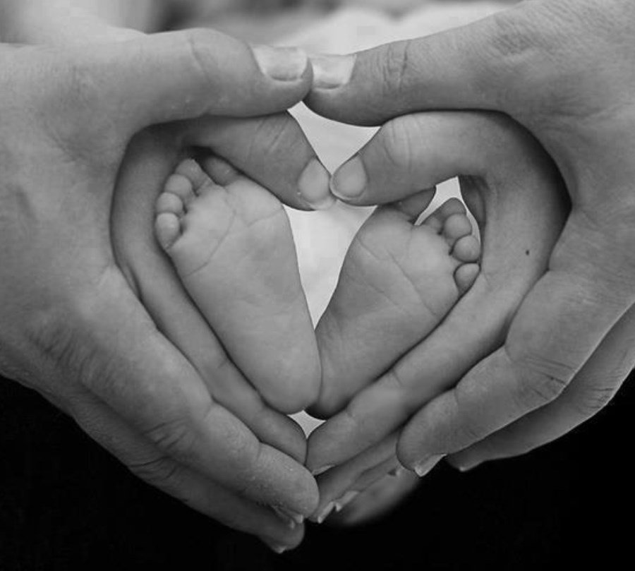 Newborn Photo Ideas - Hands and Feet