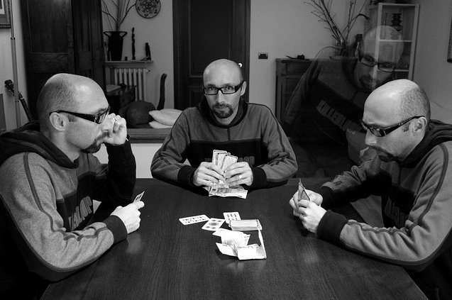 Clone Photographs 11 Poker game