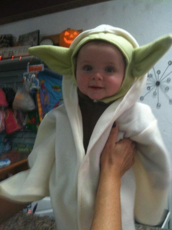 Baby Yoda Costume 8