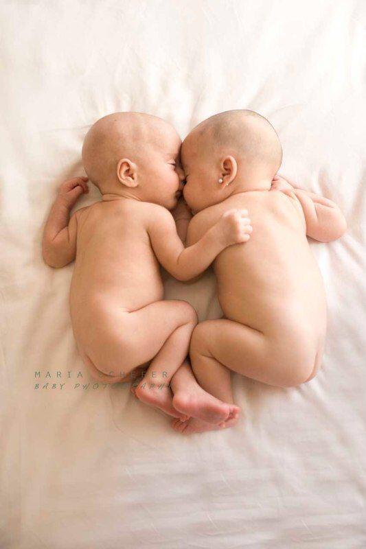 Twin Babies Sleeping 4 naked