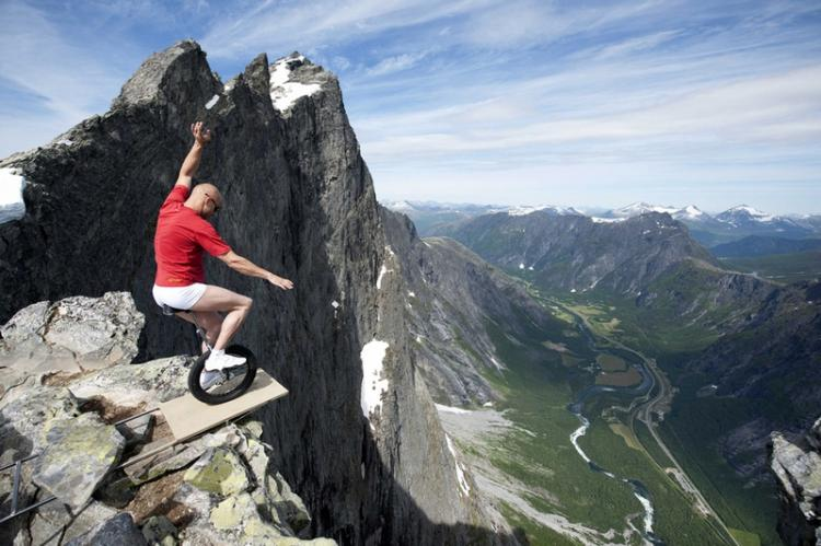 A defying act by Eskil Rønningsbakken in Norway High Places