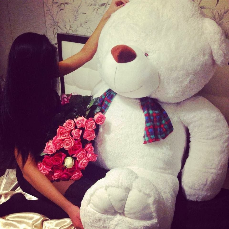 Big Teddy Bear for Valentines Day 1 Flowers