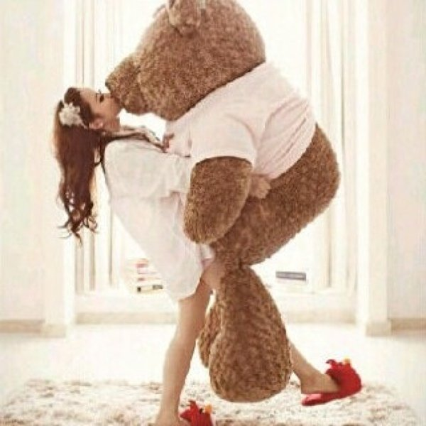 Big Teddy Bear for Valentines Day 7 Kiss