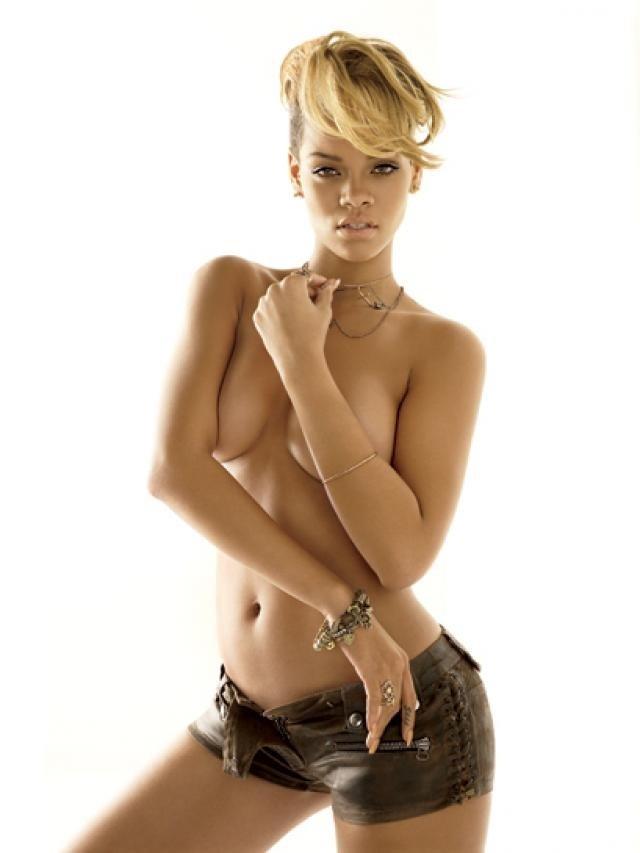 Nude Celebs - Nude Rihanna Topless