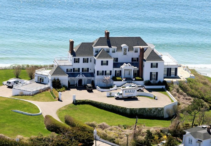 TAYLOR SWIFT Young Celeb Homes