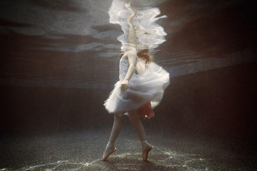 Ballet dancer (age 9) Little Underwater Dancers