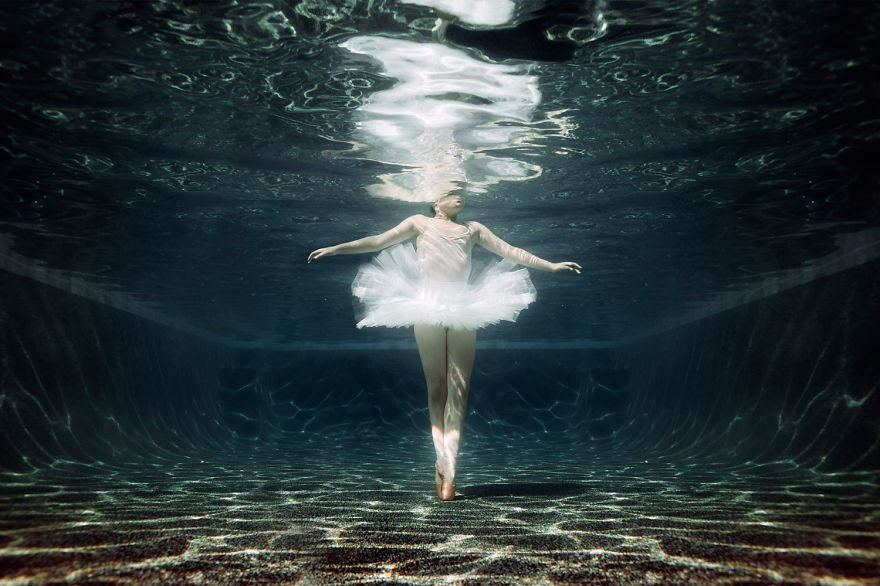 Ballet underwater (age 10) Little Underwater Dancers