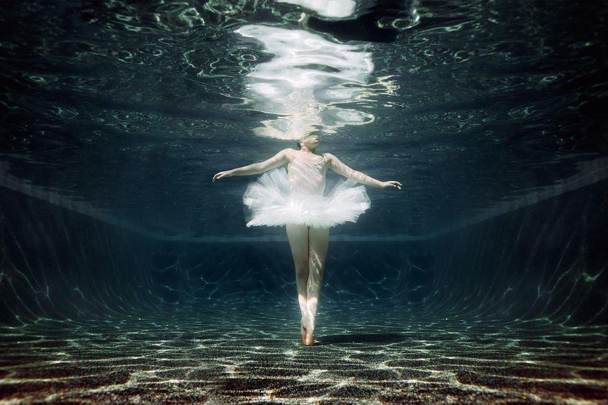 Ballet underwater (age 10) Little Underwater Dancers
