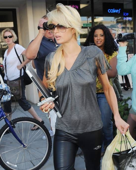 Celebrities without a bra 10 - Paris Hilton Braless