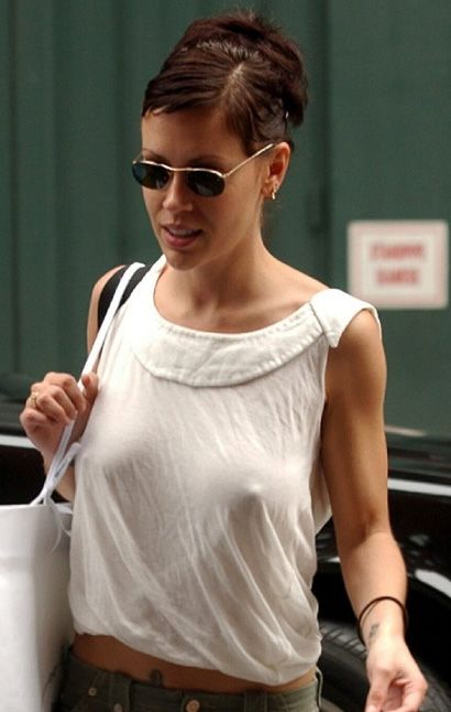 Celebrities with no bra 17 - Alyssa Milano Braless