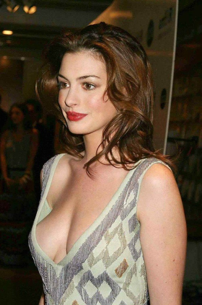 Celebs with no bra 4 - Anne Hathaway Braless