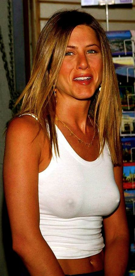 Celebrities with no bra 5 - Jennifer Aniston Braless