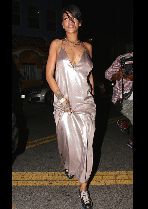 Celebrities with no bra 7 - Rihanna Braless