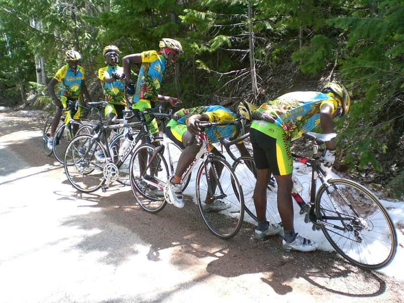 First time snow seeing by Team Rwanda Cycling team, 2007 Great Photos