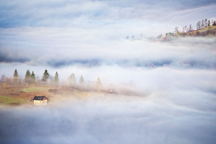 Hidden houses Beskidy – Poland Misty Village