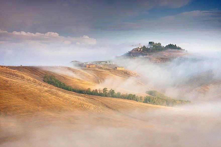 Misty hills Tuscany – Italy Misty Villages