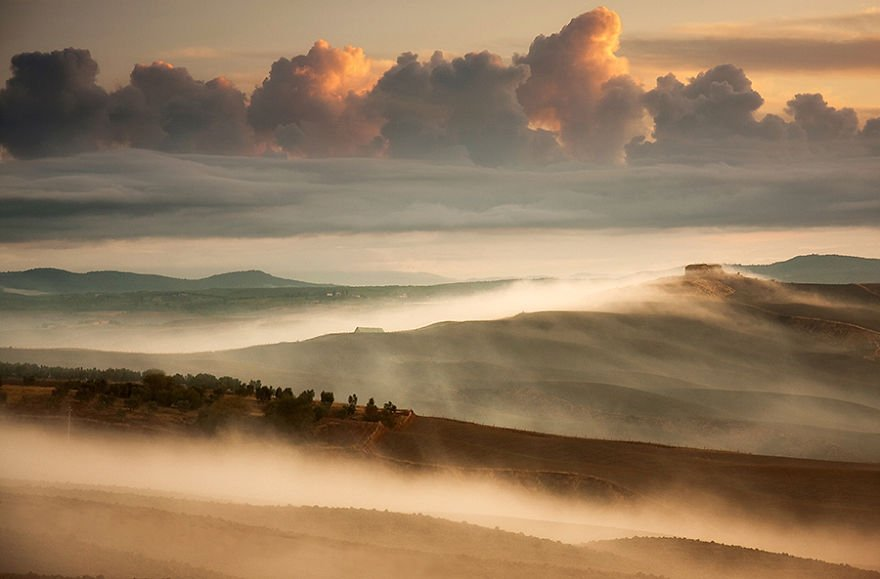 Morning misty layers Tuscany – Italy Misty Villages