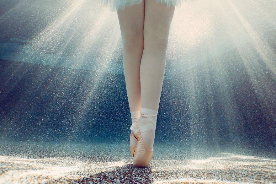 On point Little Underwater Dancers