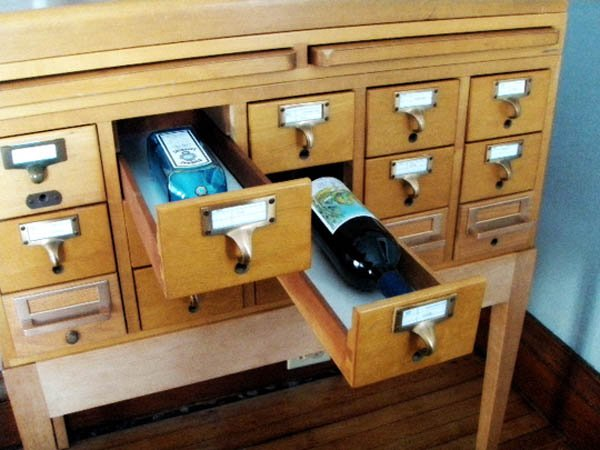 Repurpose a Card Catalogue Into a Mini Bar Upcycling