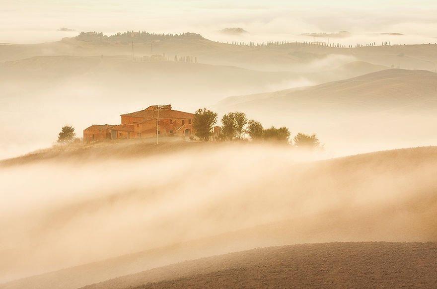 Sleepy morning Tuscany – Italy Misty Villages