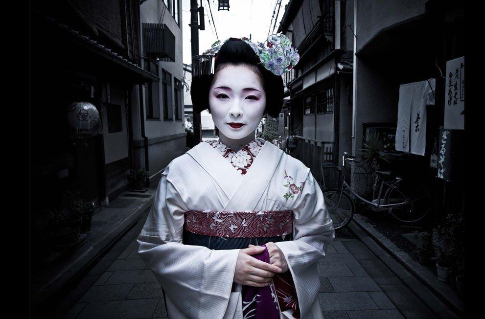TOSHIMANA, AN APPRENTICE GEISHA IN KYOTO Human Diversity