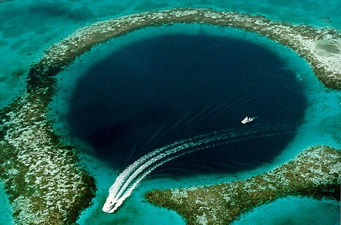 The Great Blue Hole in Belize 2 Unusual Places