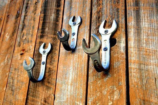 Turn Old Wrenches Into Wall Hooks Upcycling