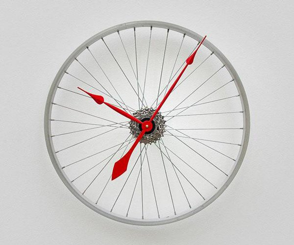 Wall Clock from old Bike Wheel Upcycling