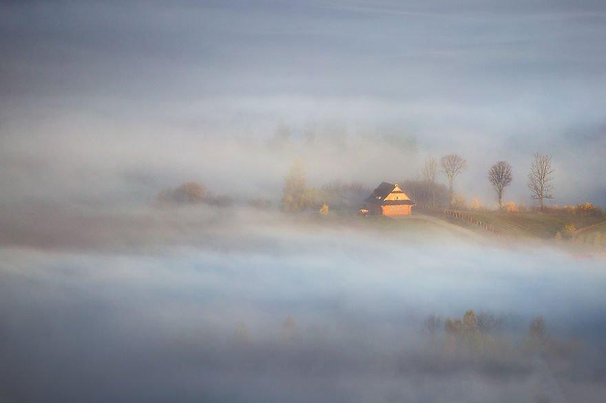 Wooden hut Beskidy – Poland Misty Villages