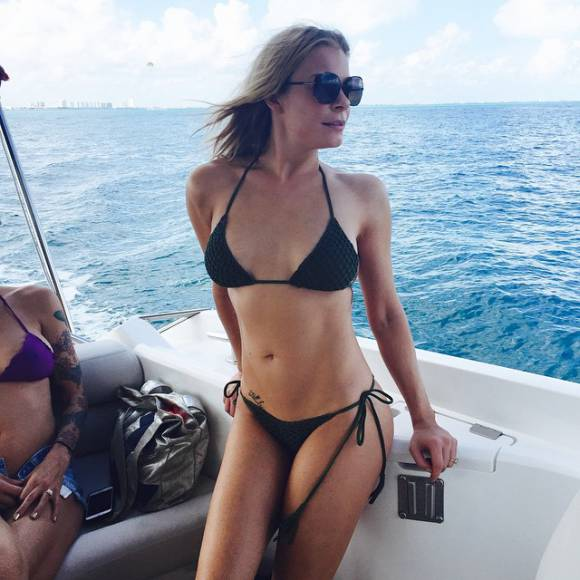 leann rimes Bikini Photo