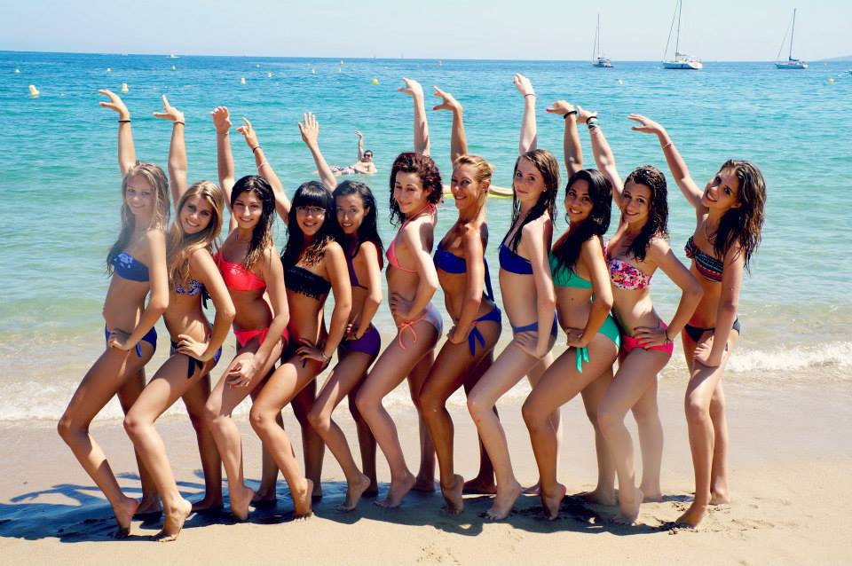 Bikini Girls Exposed on the Beach funny photoboms