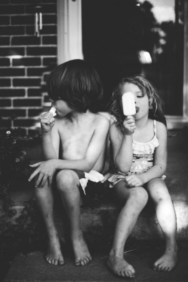 Eating Icecream Sibblings