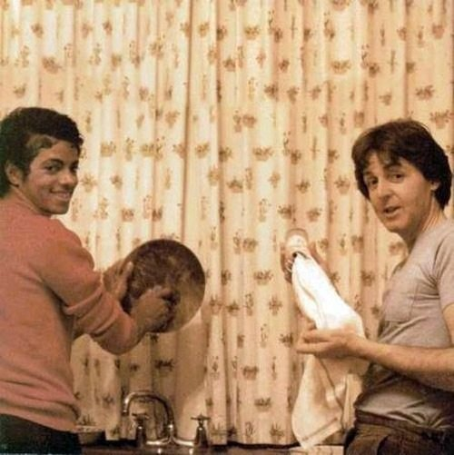 Michael Jackson and Paul McCartney doing dishes Rare Photos