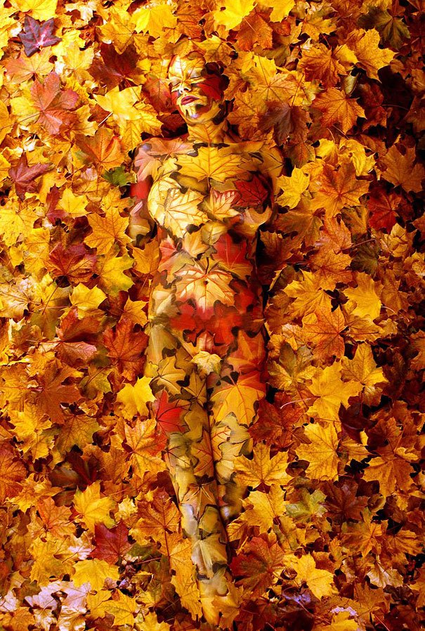 Mixes with the century leaves Body Painting