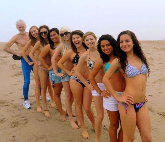 Odd man out Funny Photobombs