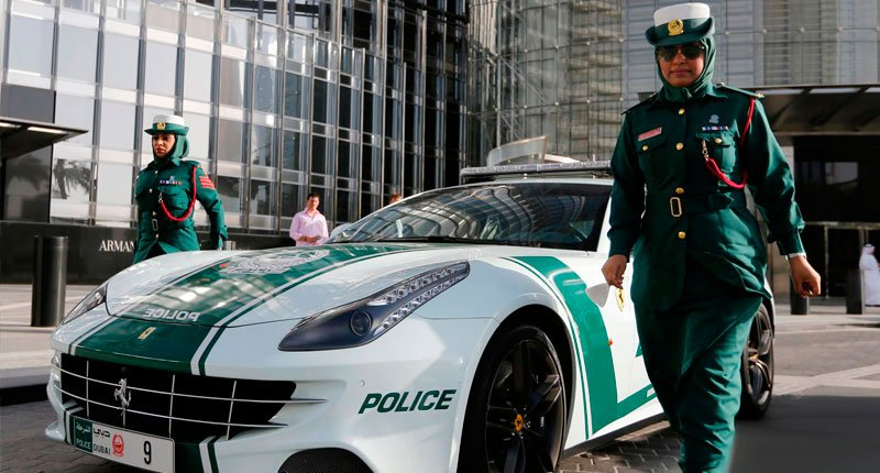 Police Vehicle- Ferrari........I want to be a police there Crazy Dubai