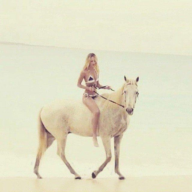 Queen Roaming Around Candice Swanepoel