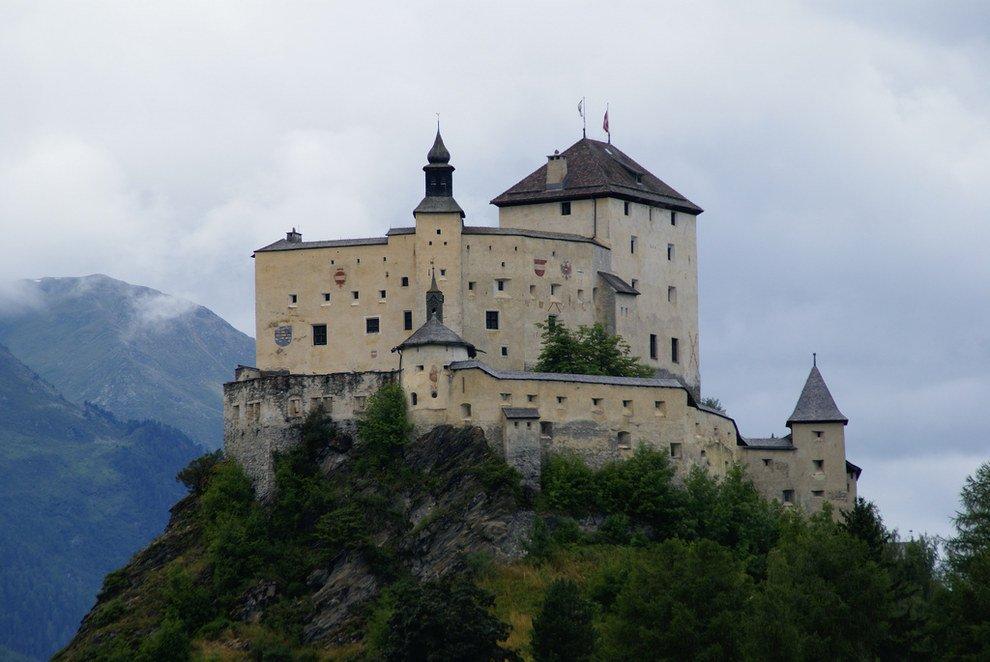 hilltop castles Stunning Switzerland