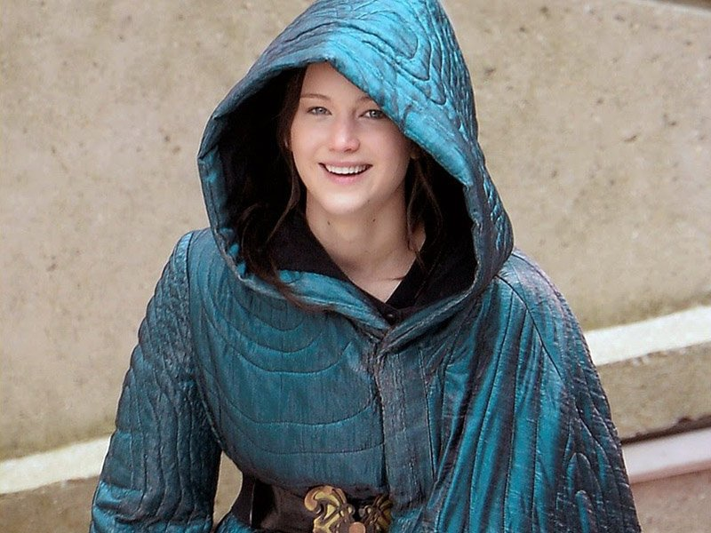 The Hunger Games Revealed - Katniss in Cloak