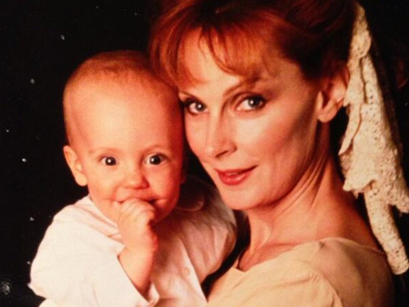 Star Trek the Next Generation Tales Form the Set - Beverly and Baby