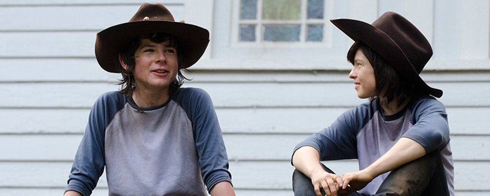 The Walking Dead Surprising Stories From Behind The Scenes - Carl With Stunt Double