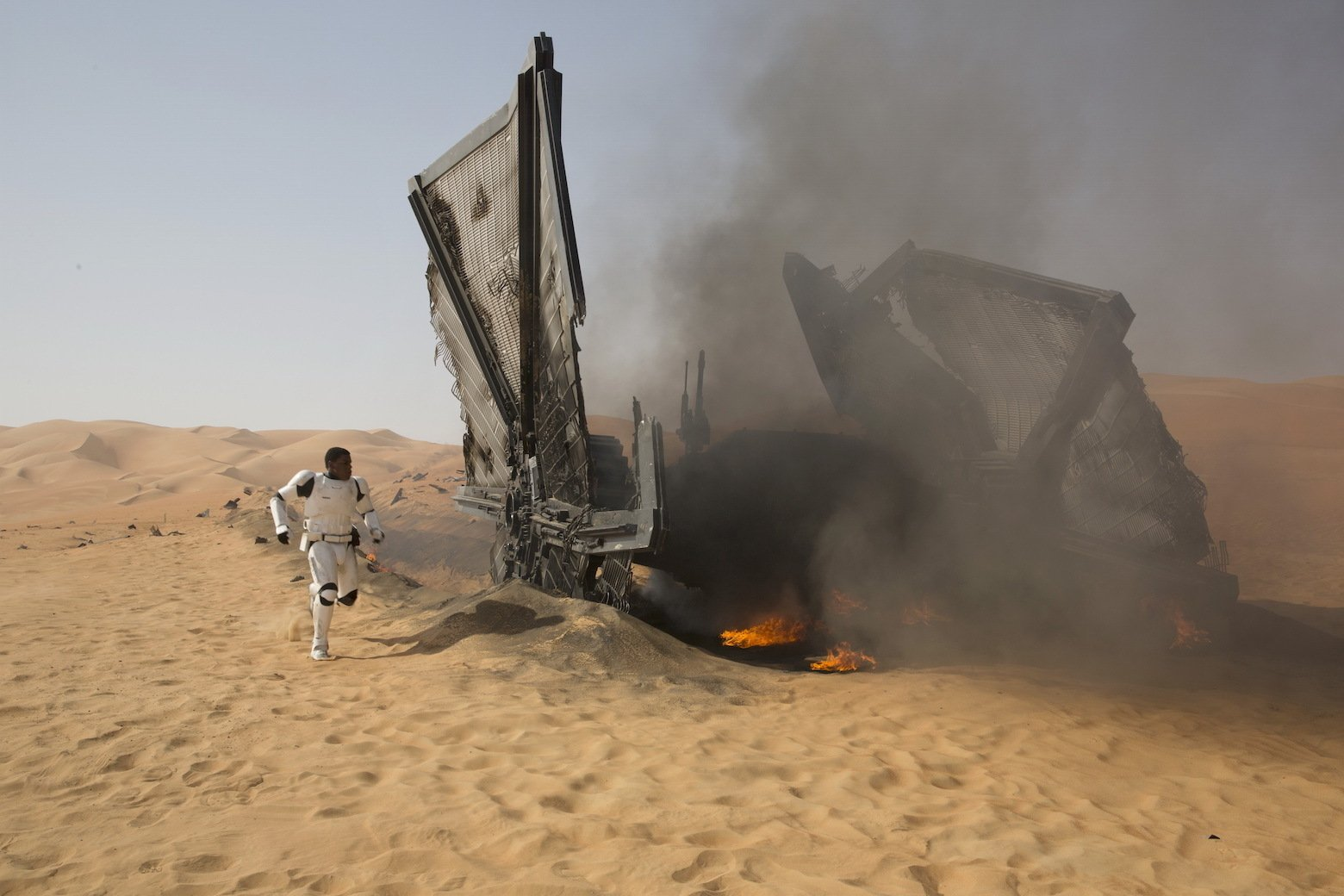Star Wars VII The Force Awakens 14 - Finn and crashed TIE fighter