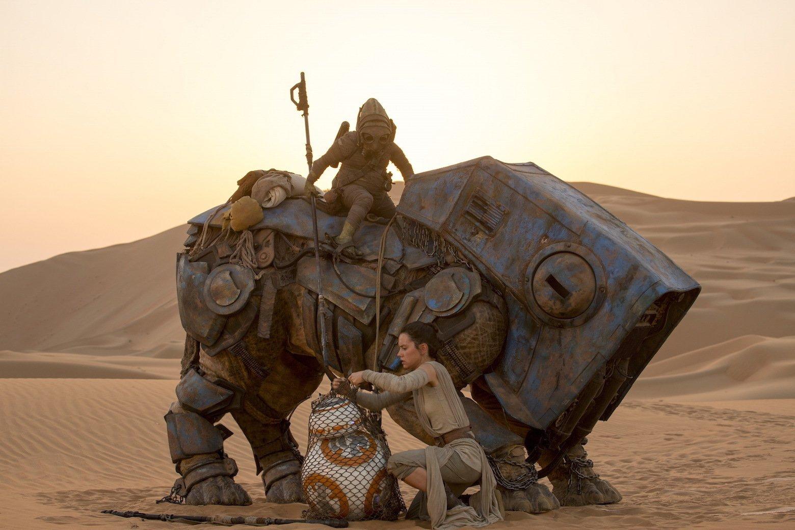 Star Wars VII The Force Awakens 15 - Rey and BB-8 with scavanger Teedo