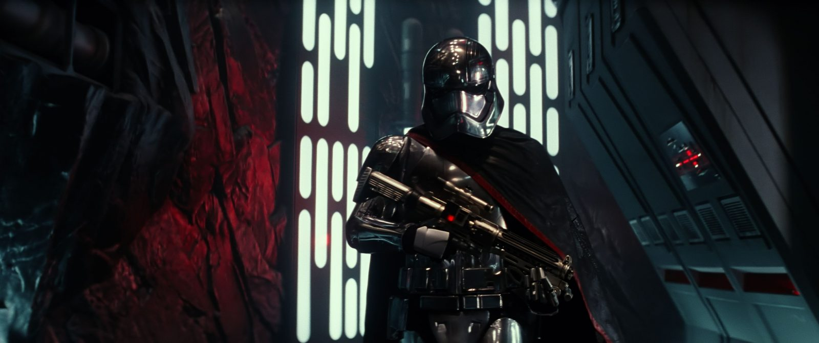 Star Wars VII The Force Awakens 21 - Captain Phasma walks