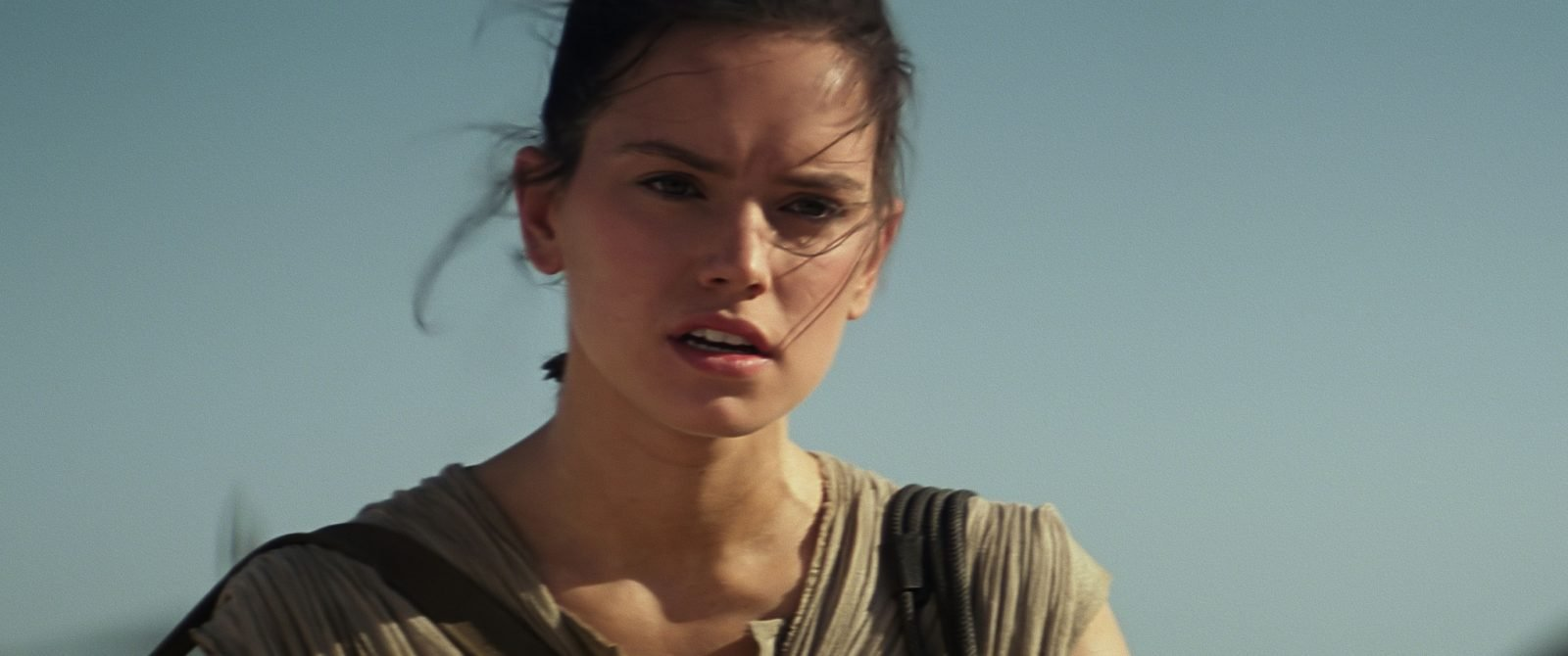 Star Wars VII The Force Awakens 23 - Rey on Jakku