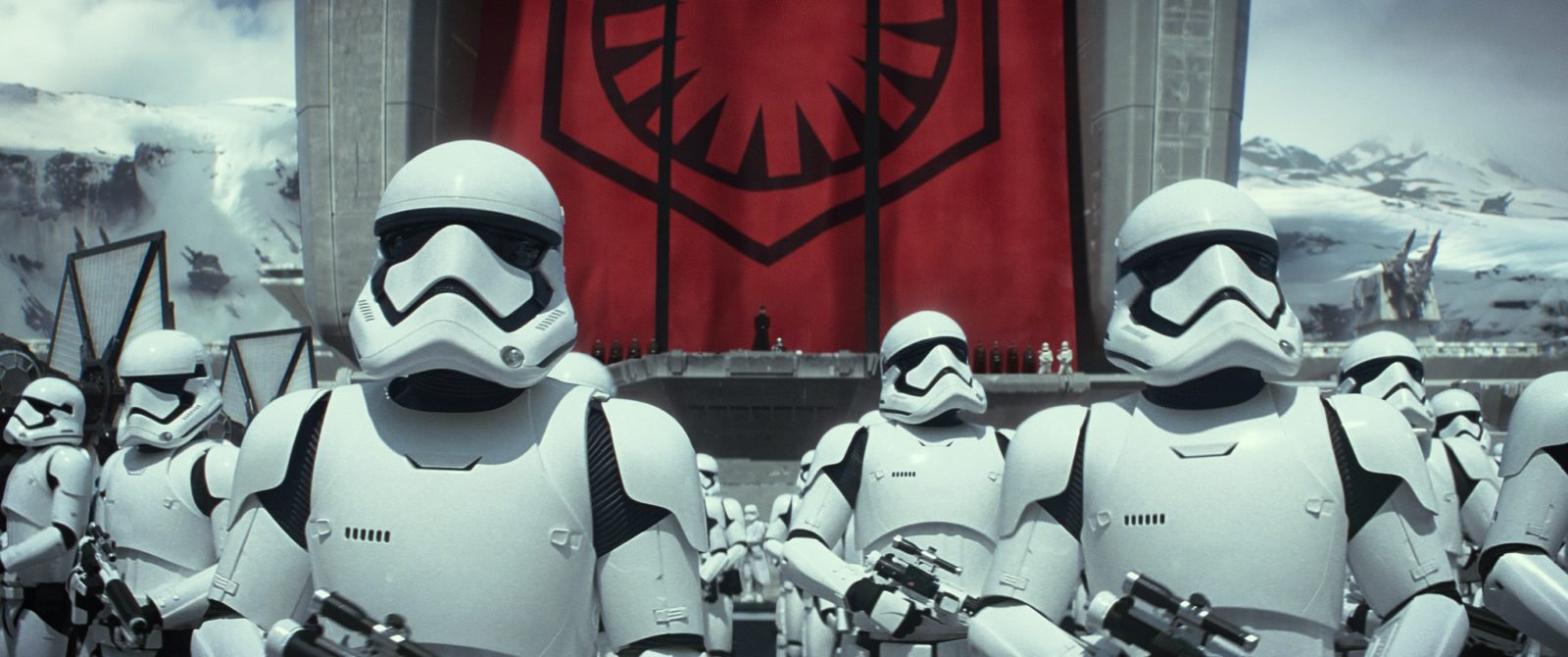 Star Wars VII The Force Awakens 26 - Stormtroopers gather