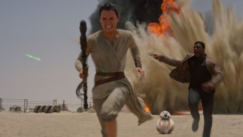 Star Wars VII The Force Awakens 30 - Rey Finn and BB-8 run from blast