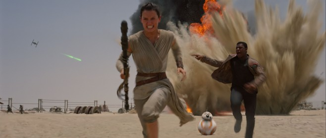 Star Wars VII The Force Awakens 30 - Rey Finn and BB-8 run from blast