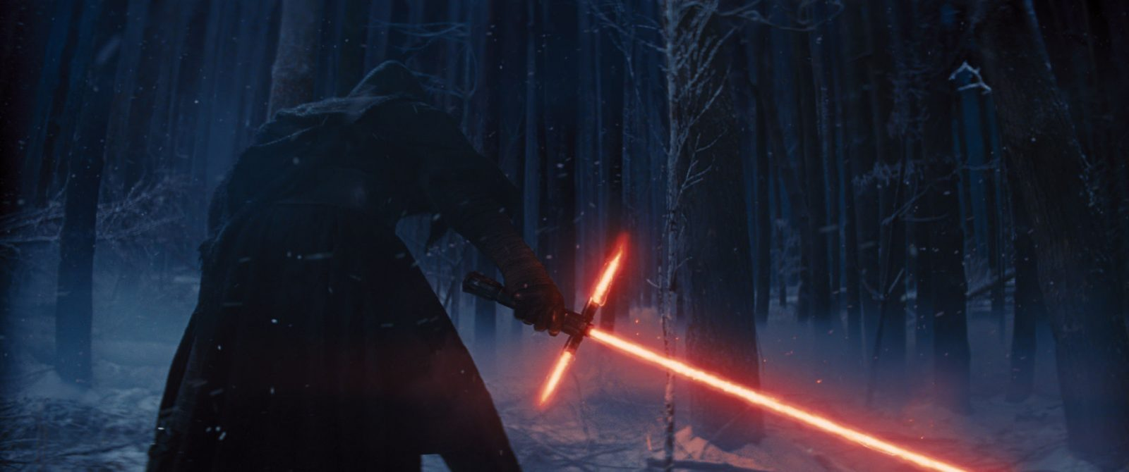 Star Wars VII The Force Awakens 41 - Kylo Ren and lightsaber
